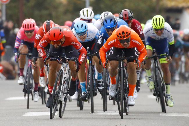 Il testa a testa tra Bouhanni e Mareczko sul rettilineo darrivo della prima tappa del Tour de la Provence (foto Bettini)