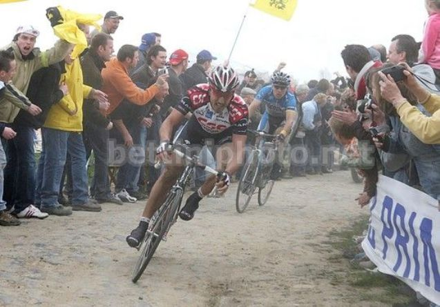 Lattacco di Cancellara sul Carrefour de lArbre (foto Bettini)