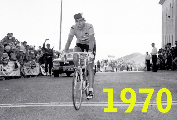 Merckx stravolto al traguardo del Ventoux, subito prima del collasso che renderà necessario lintervento di un medico con una bombola dossigeno per rianimarlo