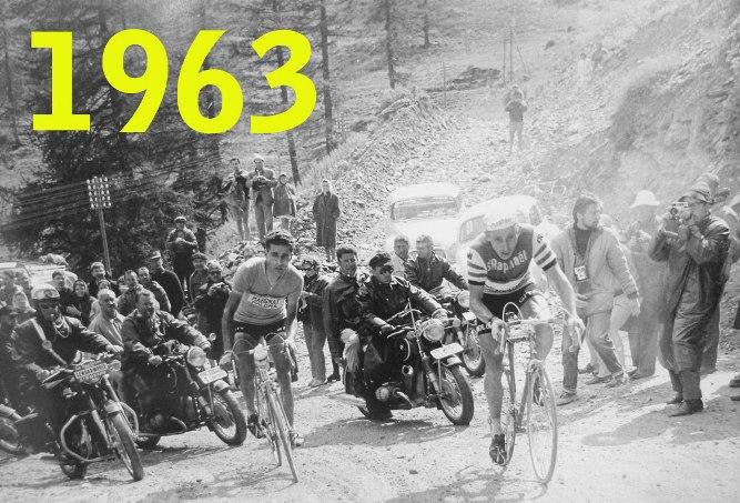 Anquetil e Bahamontes (in maglia gialla) allattacco sulla salita sterrata del Col de la Forclaz, nella tappa di Chamonix