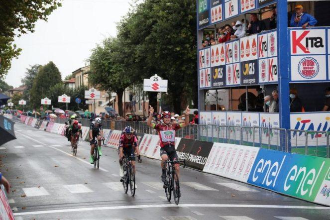 Strepitoso bis di Luca Colnaghi sulle bagnate strade del Giro dItalia Under 23 (© Giro dItalia U23)
