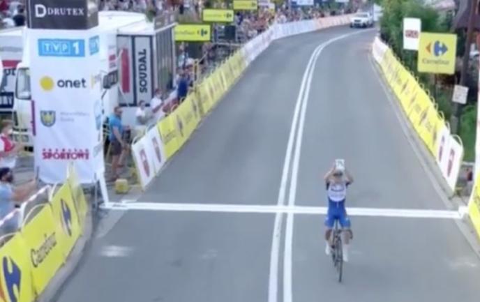 Successo con dedica a Jakobsen per Evenepoel al Giro di Polonia